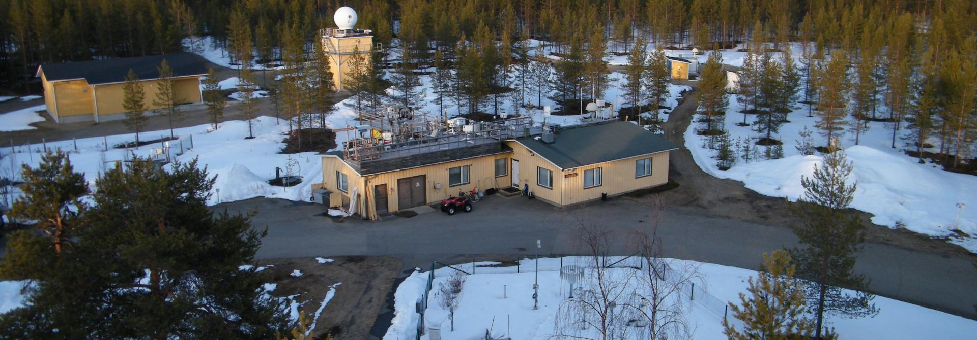 Ilmatieteen laitos on seurannut ilman radioaktiivisuutta Lapin ilmatieteellisessä tutkimuskeskuksessa Sodankylässä jo 1960-luvun alusta lähtien.